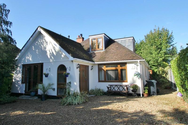 4 Bedrooms Detached House for sale in Newtown Road, Verwood