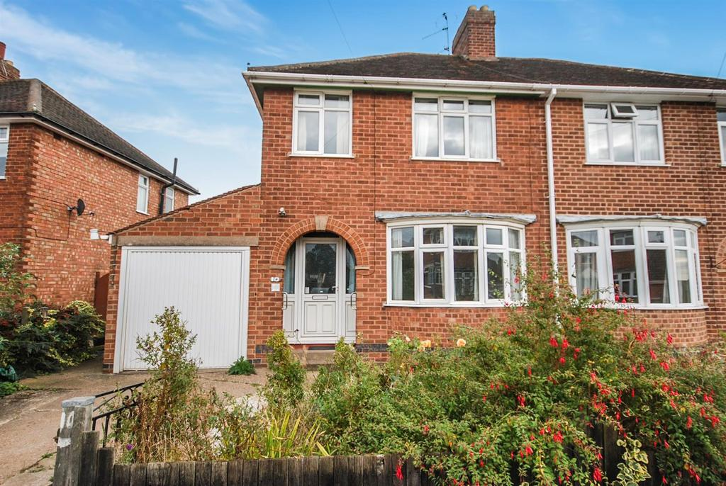 3 Bedrooms Semi Detached House for sale in Eastfield Avenue, Melton Mowbray