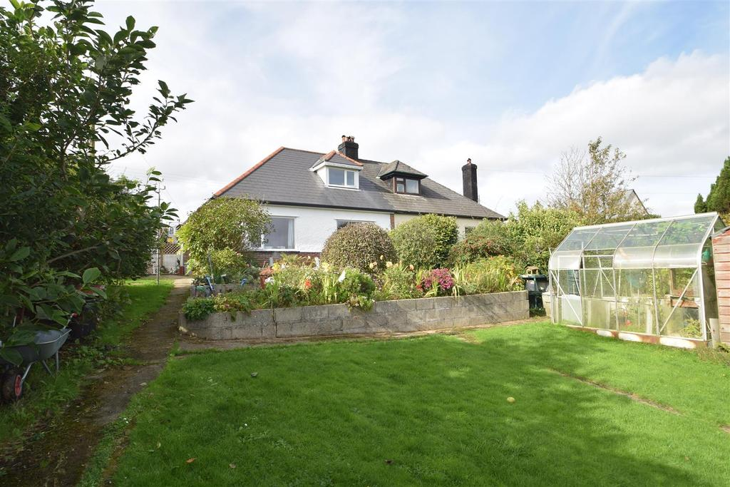 2 Bedrooms Semi Detached Bungalow for sale in Treluswell, Four Cross, Penryn