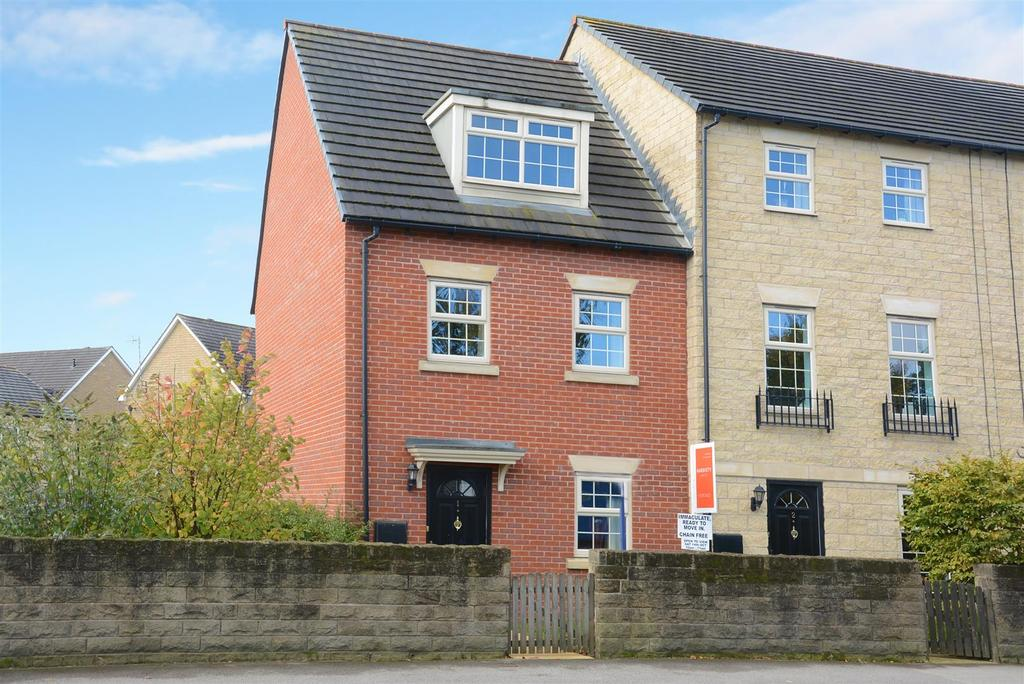 3 Bedrooms Town House for sale in Otley Road, Guiseley, Leeds