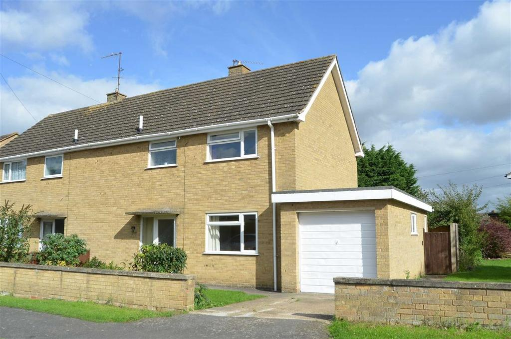 3 Bedrooms Semi Detached House for sale in Link Way, Towcester