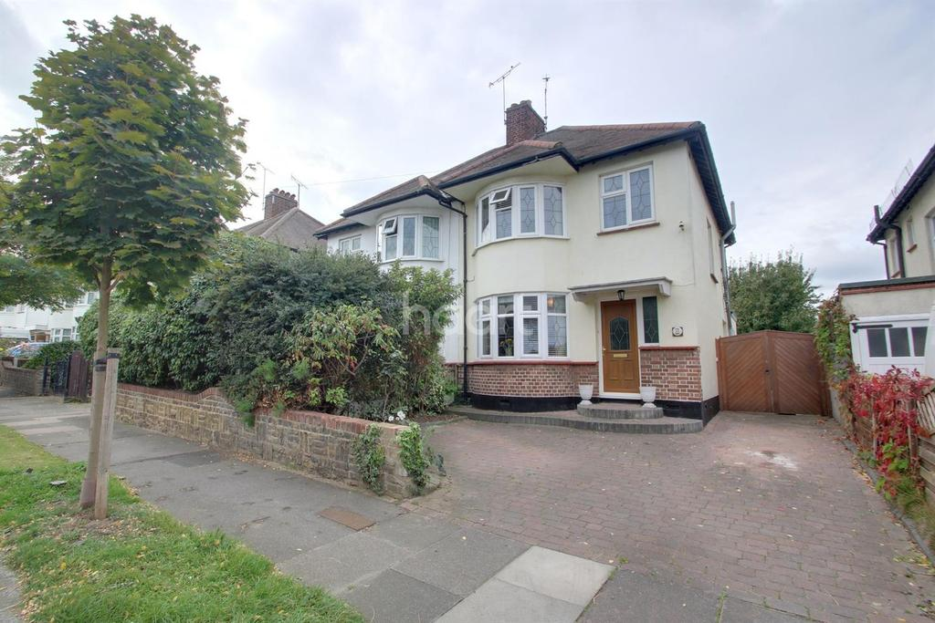 3 Bedrooms Semi Detached House for sale in Parkstone Drive, Southend on Sea