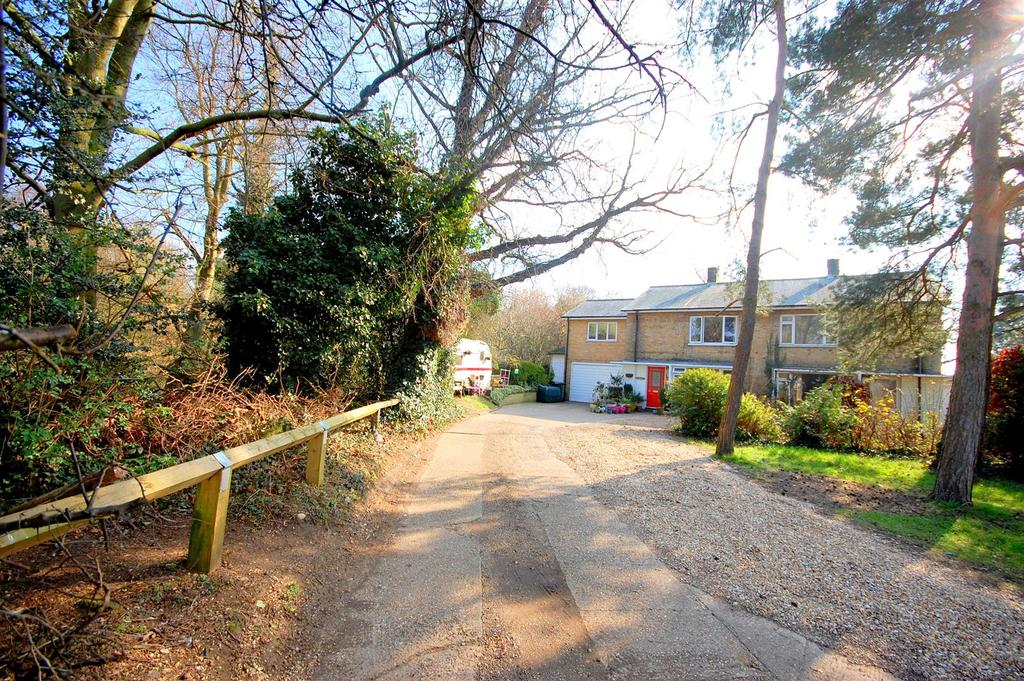 4 Bedrooms Semi Detached House for sale in Roe Green Close, Hatfield