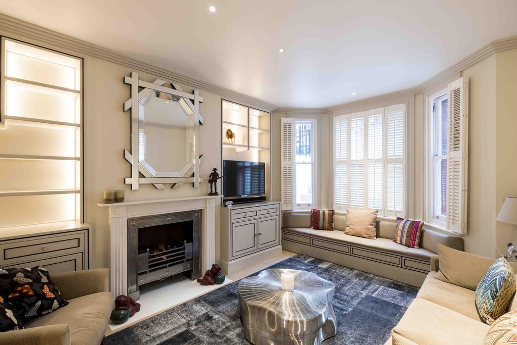 2 Bedrooms Ground Flat for sale in Flood Street, London. SW3