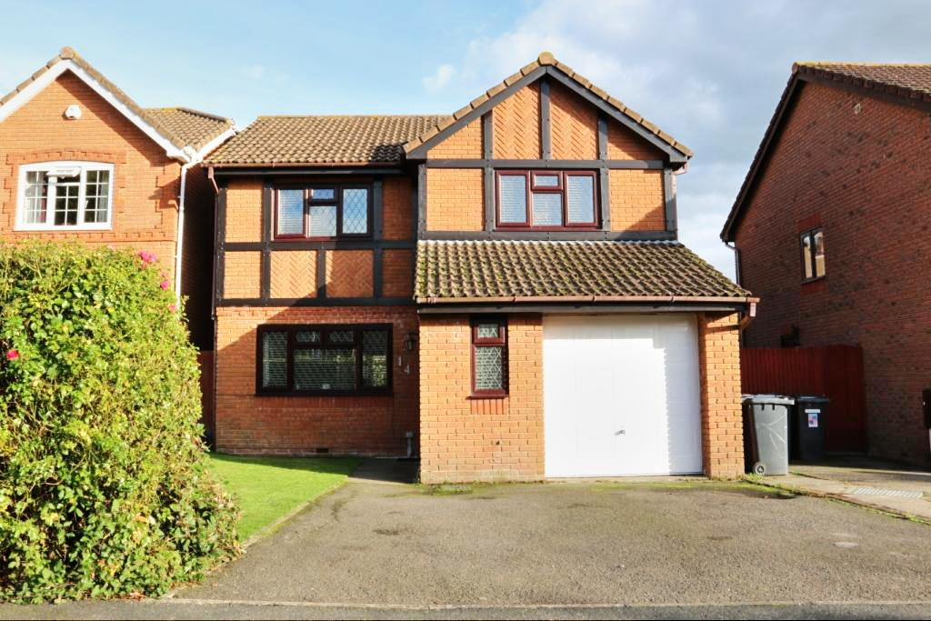 4 Bedrooms Detached House for sale in Dunbar Drive, Hailsham BN27