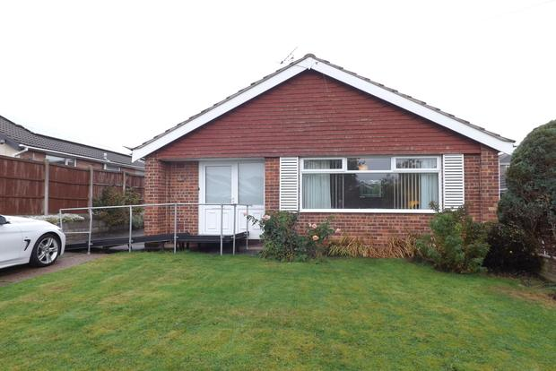 2 Bedrooms Bungalow for sale in Houston Close, Rise Park, Nottingham, NG5
