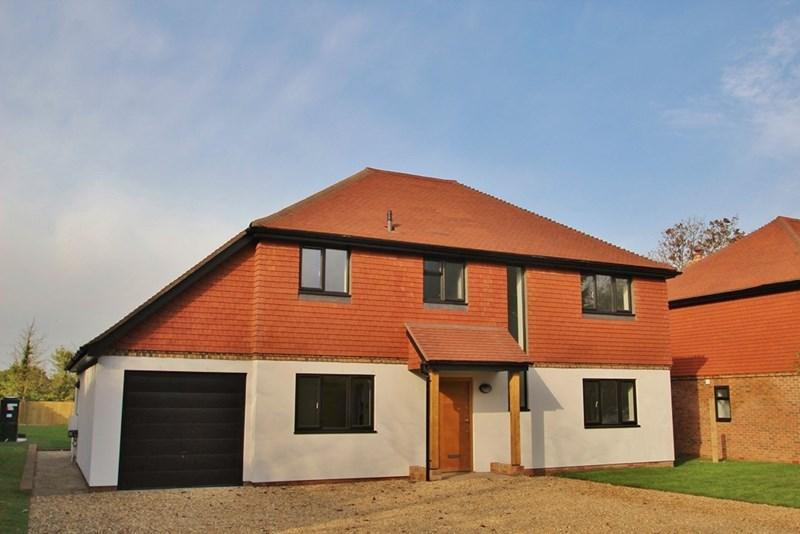 4 Bedrooms Detached House for sale in The Grange, Hickstead