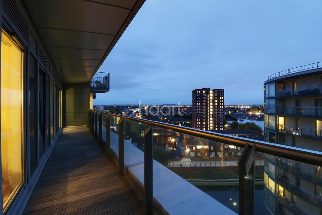 3 Bedrooms Flat for sale in Hayes Town