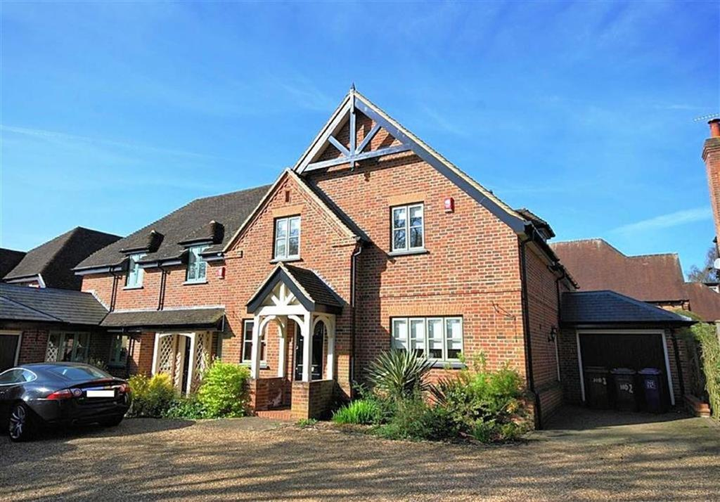 4 Bedrooms Semi Detached House for sale in Church Gardens, Knebworth, SG3 6AR