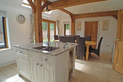 5 bedroom semi-detached house to rent - GROOMBRIDGE