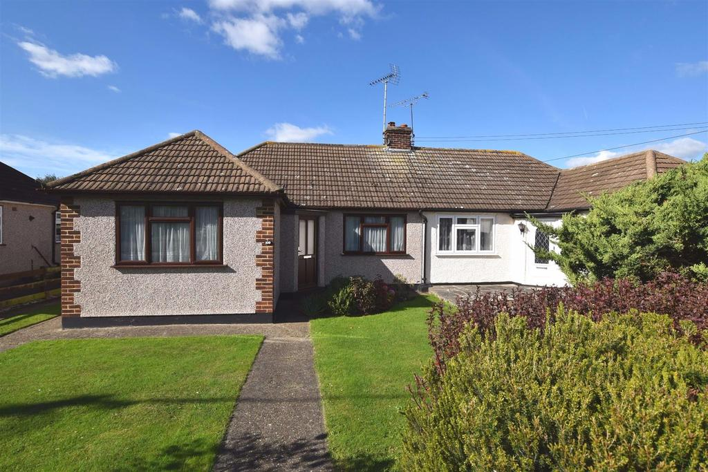 3 Bedrooms Semi Detached Bungalow for sale in Louis Drive West, Rayleigh