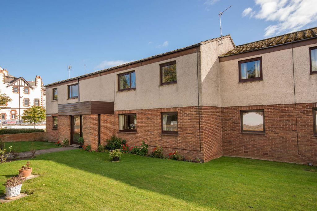 2 Bedrooms Flat for sale in 11 Bowhill Court, Gullane, East Lothian, EH31 2HX