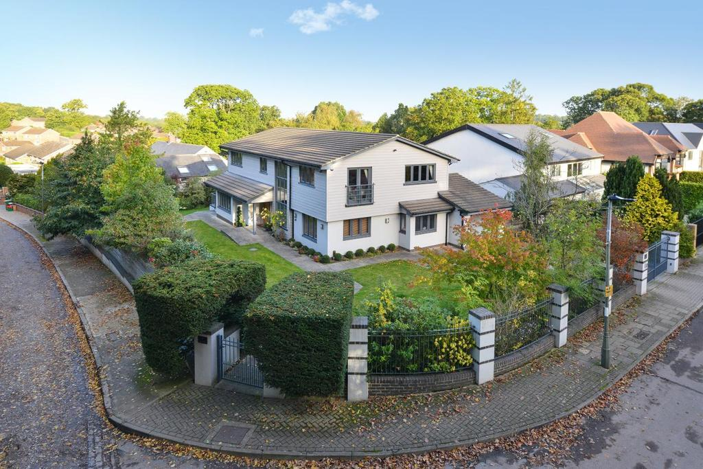 5 Bedrooms Detached House for sale in Mavelstone Close, Bromley