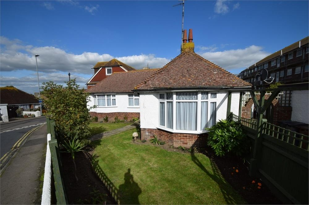 3 Bedrooms Detached Bungalow for sale in Richmond Road, Pevensey Bay, Pevensey, East Sussex