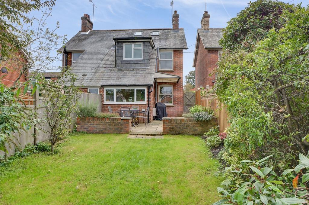 2 Bedrooms Cottage House for sale in Chase Road, LINDFORD, Bordon, Hampshire