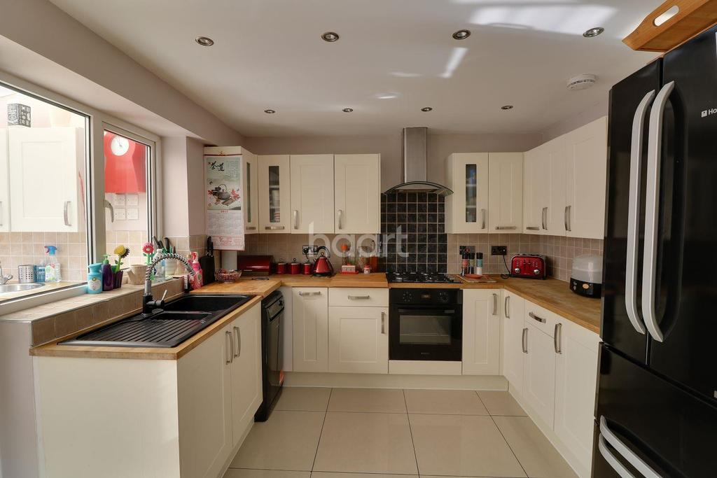 3 Bedrooms End Of Terrace House for sale in Boxted Close, Luton, LU4
