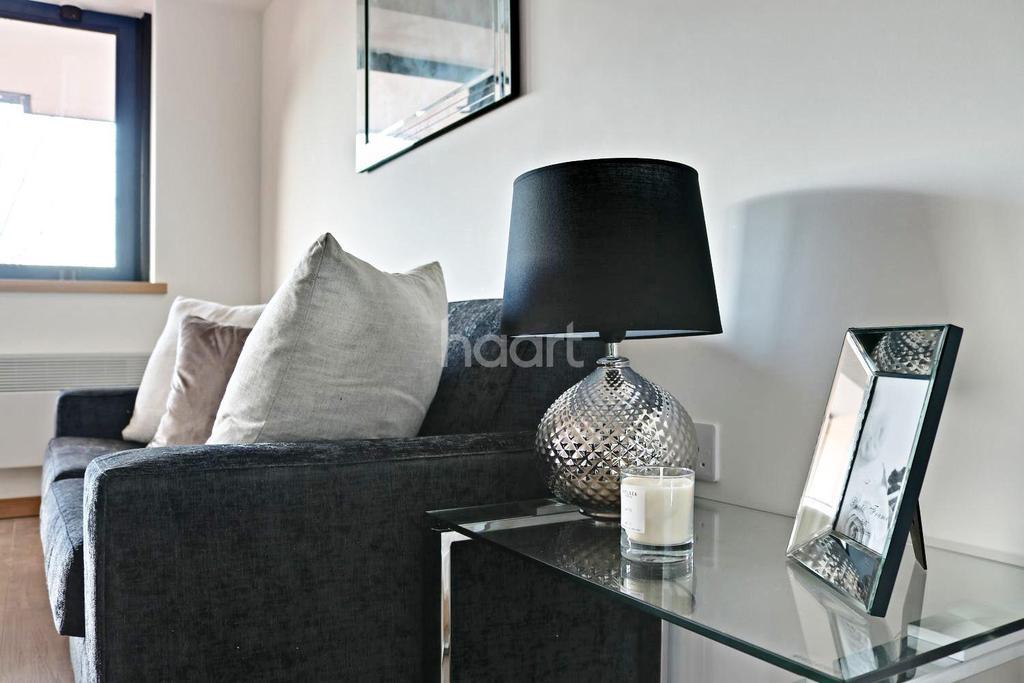 2 Bedrooms Flat for sale in The Quadrant, Westlea, Swindon