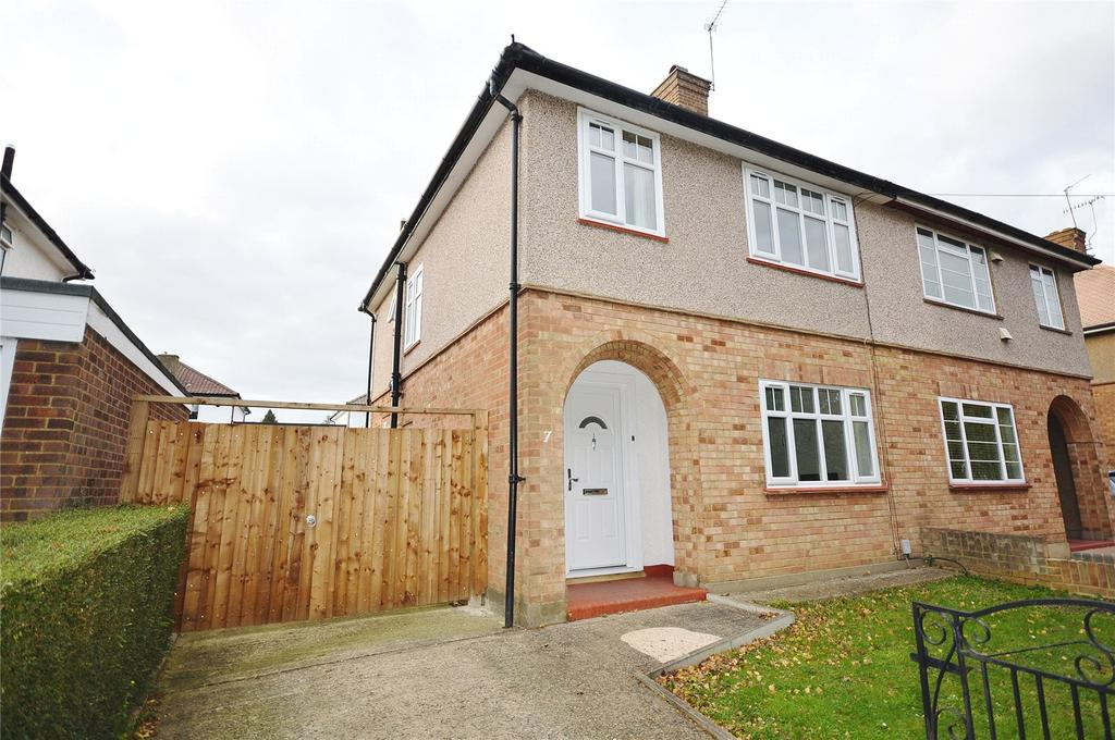 3 Bedrooms Semi Detached House for sale in Newlands Walk, Garston, Hertfordshire, WD25
