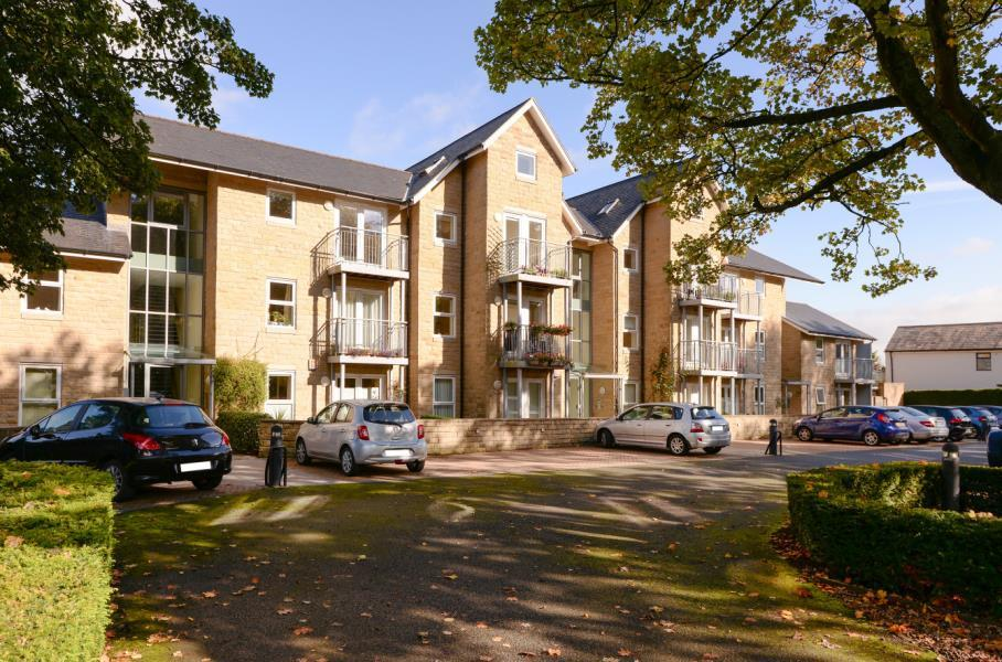 2 Bedrooms Apartment Flat for sale in DALESIDE HOUSE, BEN RHYDDING, ILKLEY, LS29 8RL
