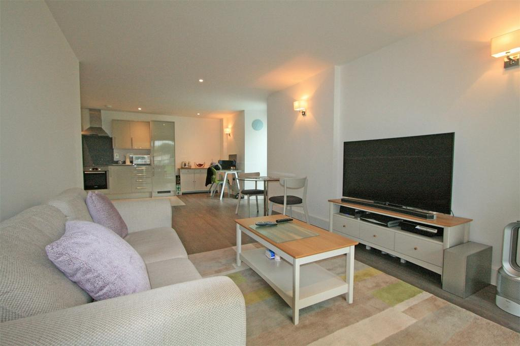 2 Bedrooms Flat for sale in Plaistow Lane, Bromley, Kent