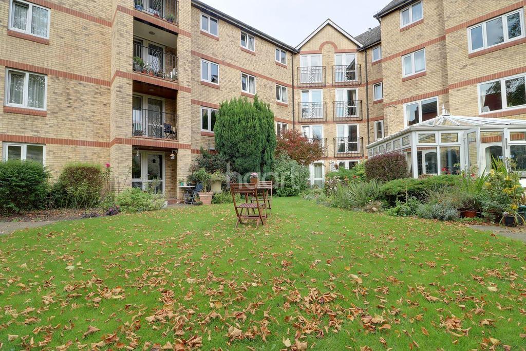 1 Bedroom Flat for sale in Jubilee Court, IG8