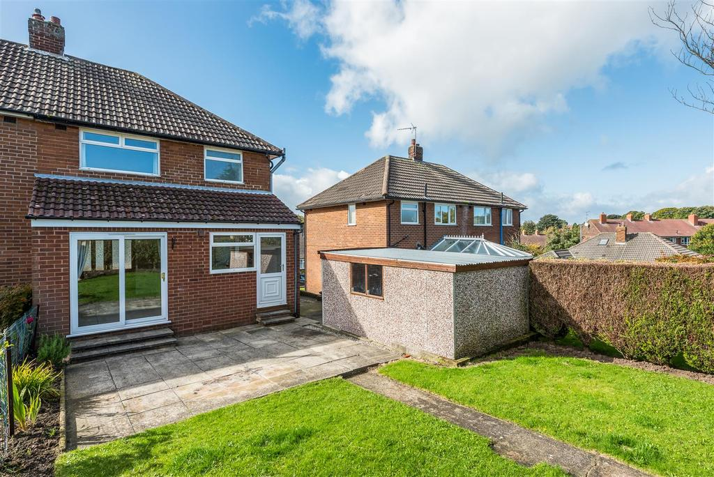3 Bedrooms Semi Detached House for sale in Grove Farm Crescent, Leeds