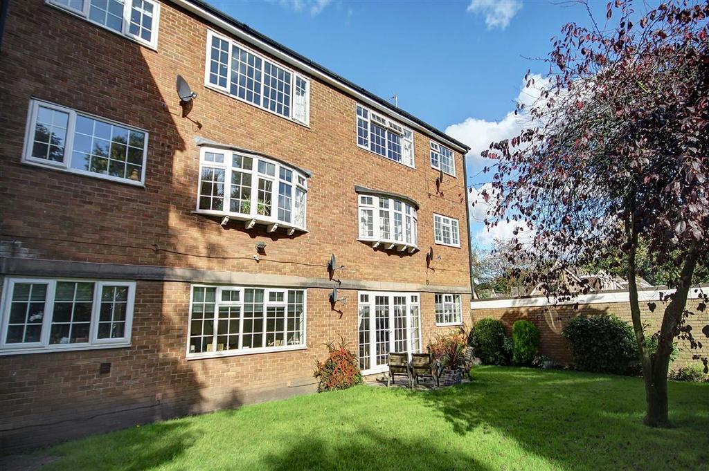 2 Bedrooms Apartment Flat for sale in Eskdale Court, Timperley, Cheshire
