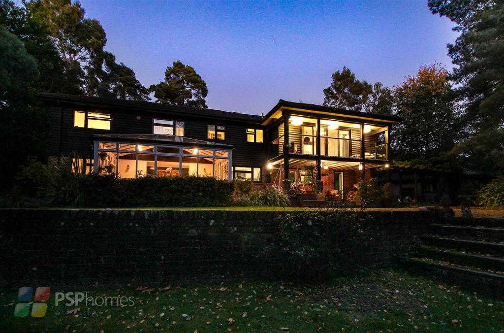 5 Bedrooms Detached House for sale in Beaconsfield Road, Chelwood Gate