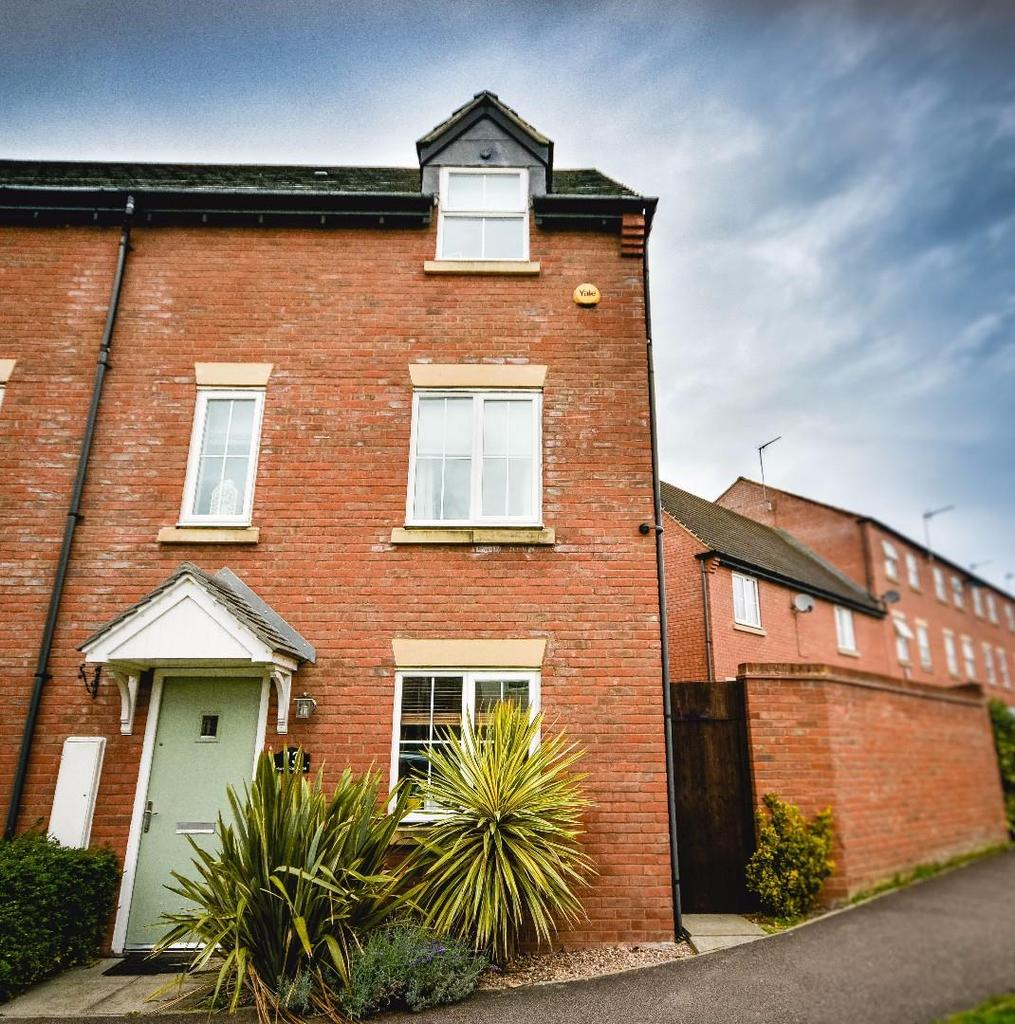 3 Bedrooms Semi Detached House for sale in Horse Fair Lane, Rothwell, Kettering