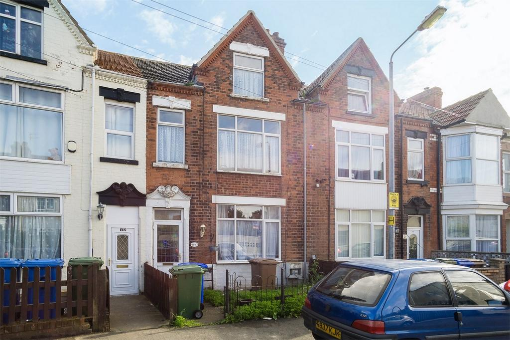 3 Bedrooms Terraced House for sale in High Brighton Street, WITHERNSEA, East Riding of Yorkshire