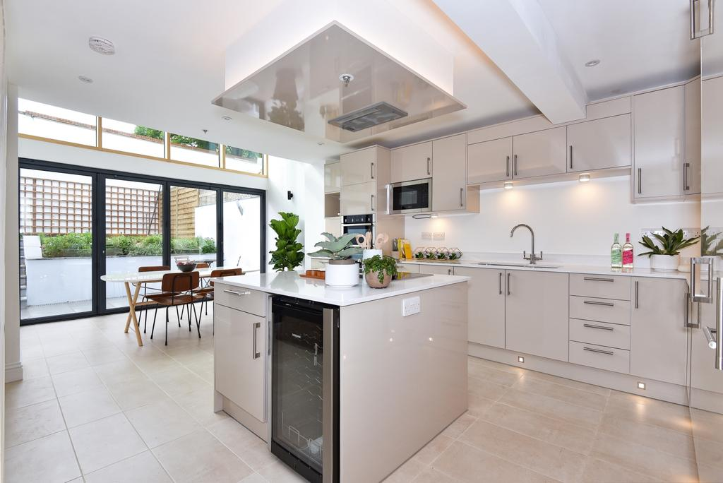3 Bedrooms Terraced House for sale in Goldsmith Road Peckham SE15