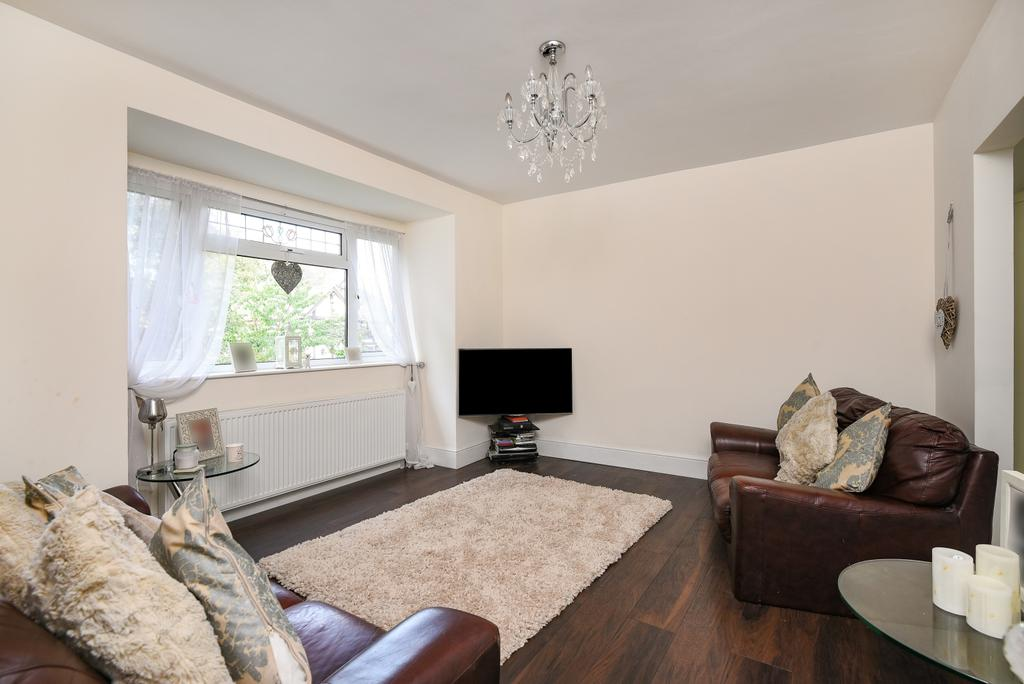 2 Bedrooms Bungalow for sale in Robin Hood Lane Bexleyheath DA6