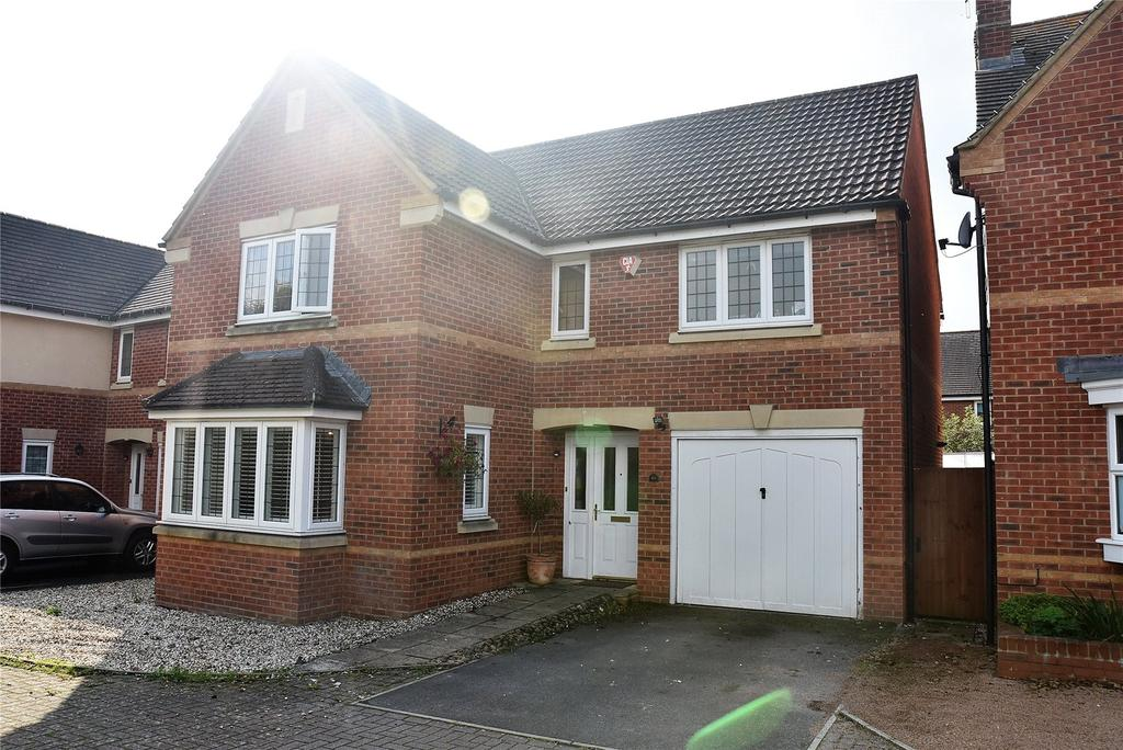 4 Bedrooms Detached House for sale in Kestrels Mead, Tadley, Hampshire, RG26