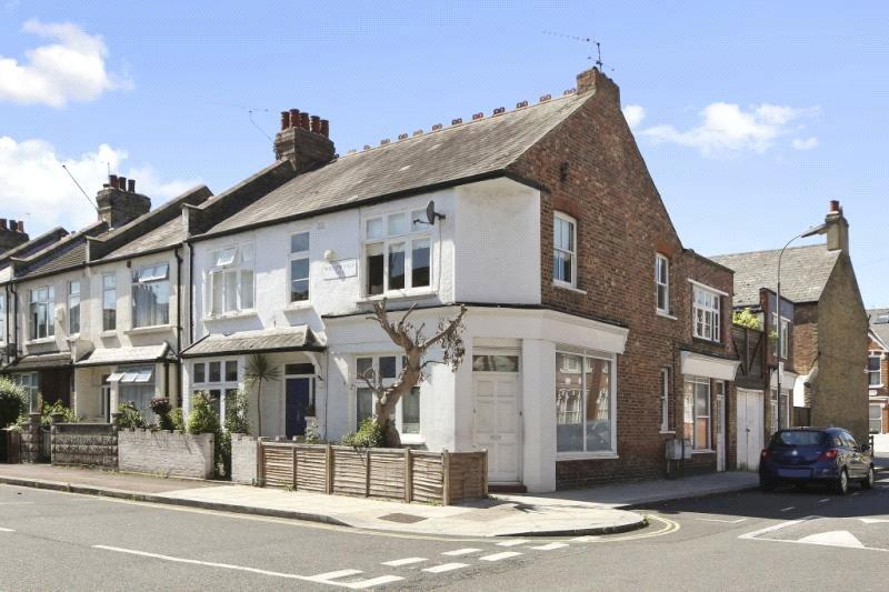 4 Bedrooms Maisonette Flat for sale in Willow Vale, London, W12