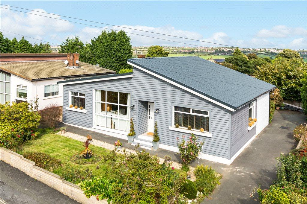 4 Bedrooms Detached Bungalow for sale in Nixon Close, Thornhill, West Yorkshire