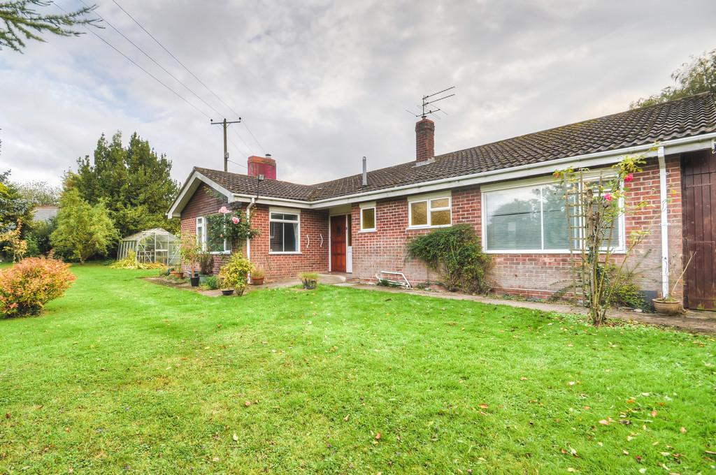 3 Bedrooms Detached Bungalow for sale in Rumburgh, Halesworth