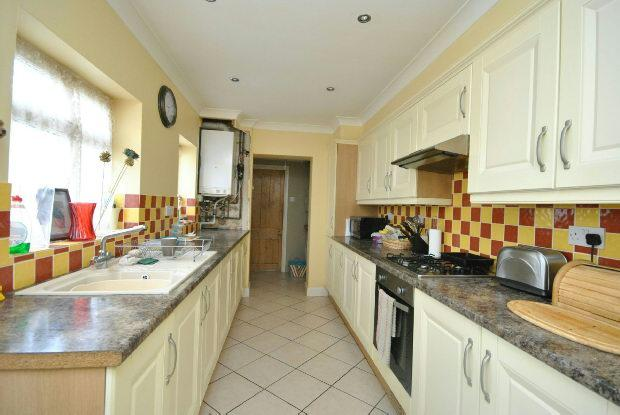 4 Bedrooms End Of Terrace House for sale in Louth Road, Holton le Clay, Grimsby