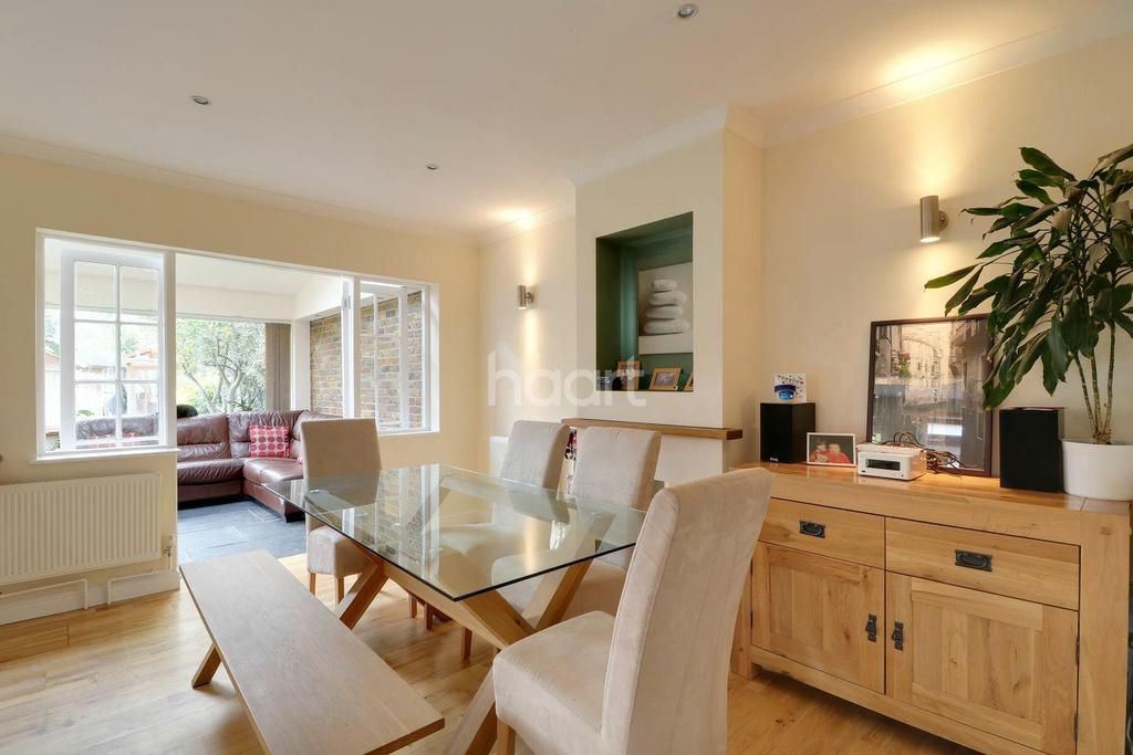 3 Bedrooms Semi Detached House for sale in Corwell Lane, Uxbridge