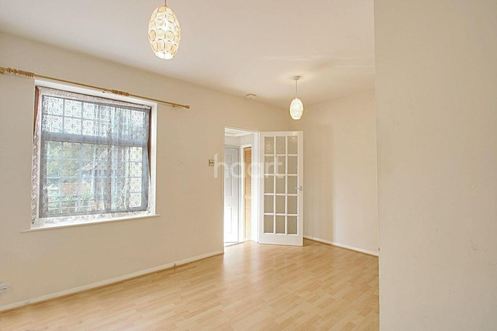 1 Bedroom Flat for sale in High Street, Abbots Langley