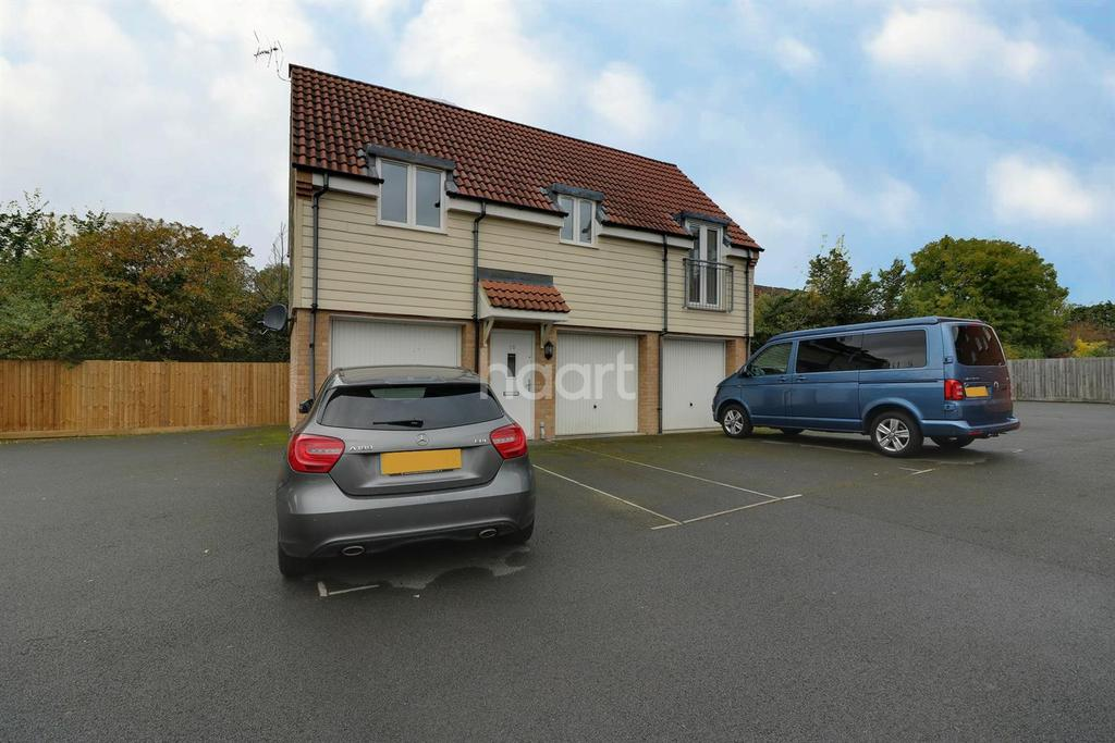 2 Bedrooms Detached House for sale in Piernik Close, Swindon, Wiltshire