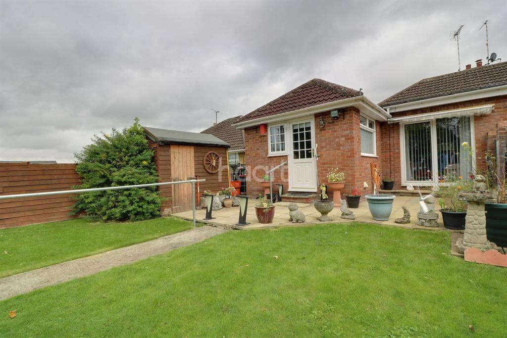 2 Bedrooms Bungalow for sale in Haydon View Road, Swindon, Wiltshire