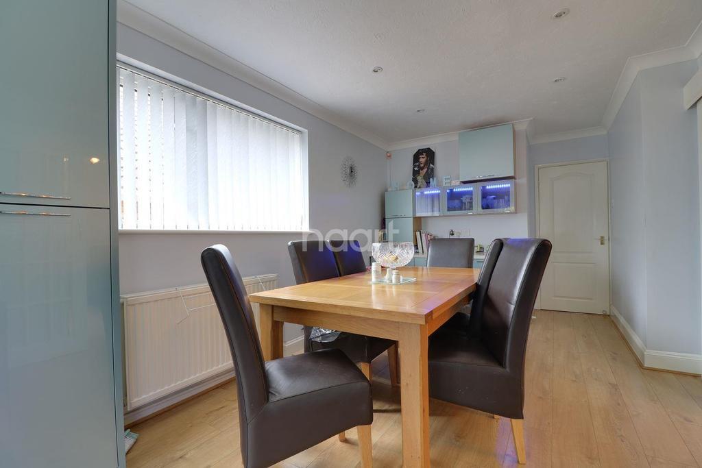 2 Bedrooms Bungalow for sale in Haydon View Road, Swindon, Wiltshire
