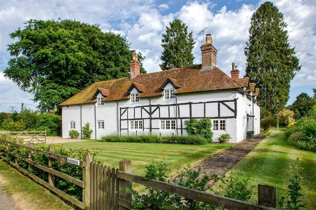 4 Bedrooms Detached House for sale in Church Road, Upper Farringdon, Alton, Hampshire, GU34