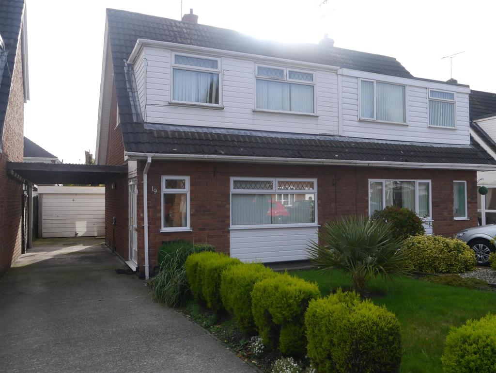 3 Bedrooms Semi Detached House for sale in Ffordd Lerry, Wrexham, LL12 8JB