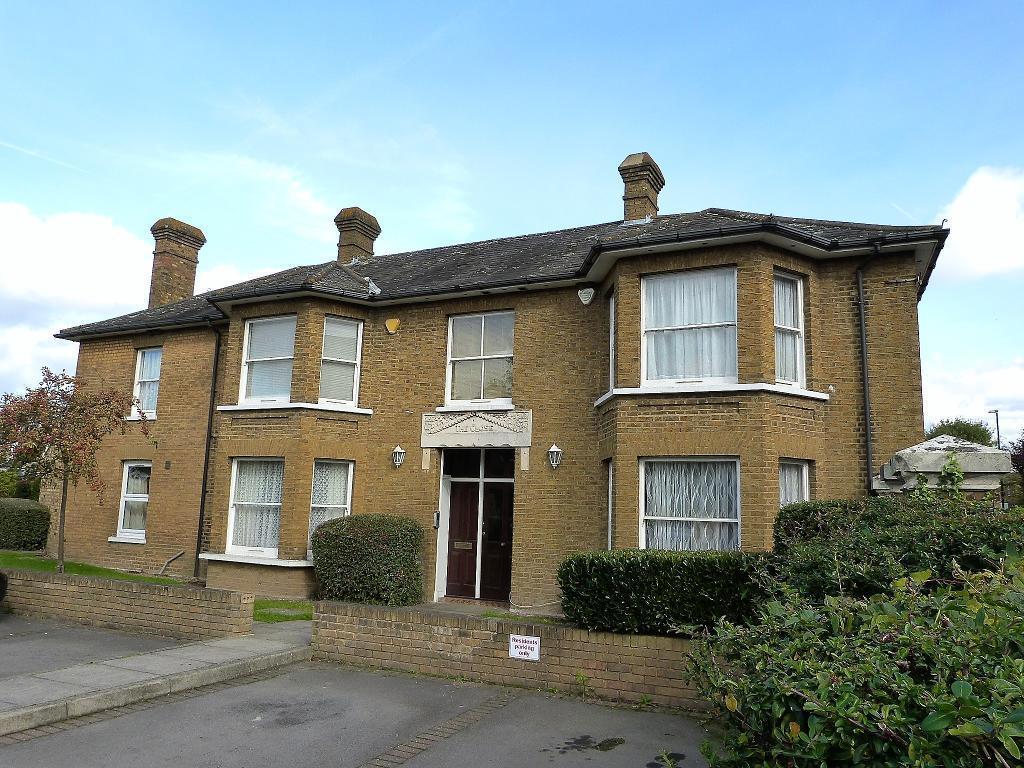2 Bedrooms Flat for sale in Meadowlea Close, Harmondsworth, UB7 0AF