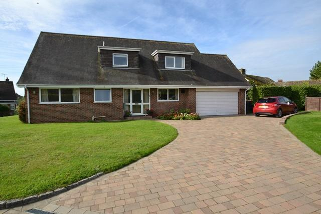 3 Bedrooms Detached House for sale in Woodland Close, Clapham Village, West Sussex, BN13 3XR
