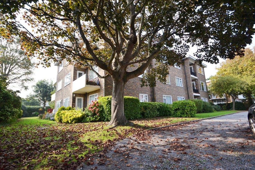 2 Bedrooms Flat for sale in Wallace Court, Wallace Avenue, West Worthing, BN11 5QB