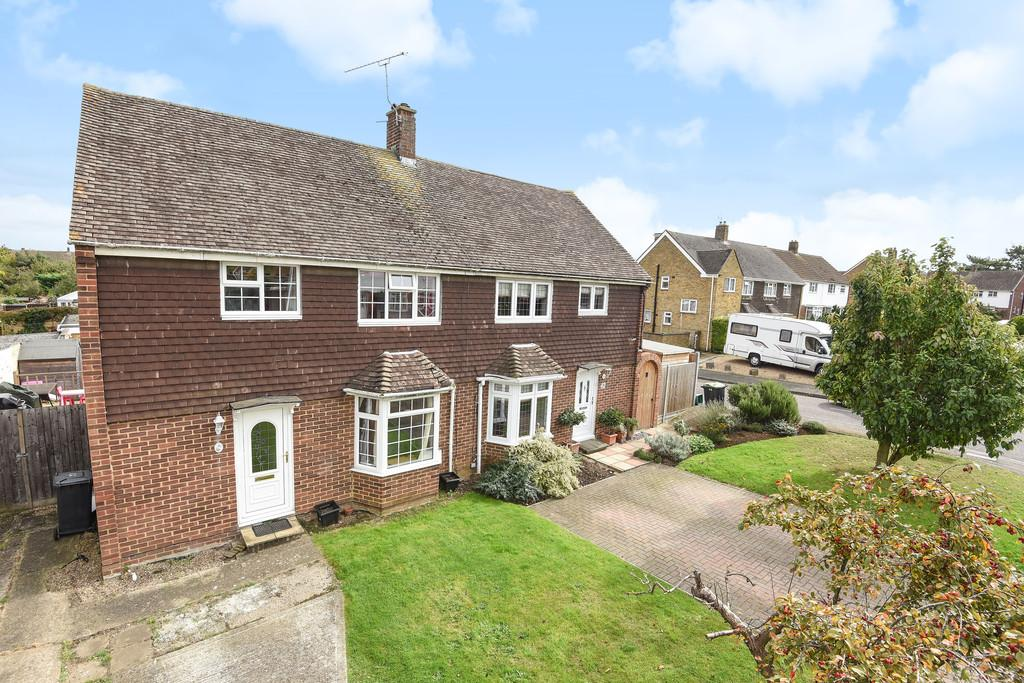 3 Bedrooms Semi Detached House for sale in Maple Close, Larkfield