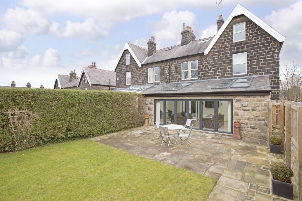 6 Bedrooms Semi Detached House for sale in Station Road, Menston