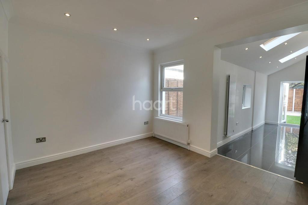 4 Bedrooms Semi Detached House for sale in Gilslan Road, Thornton Heath, CR7